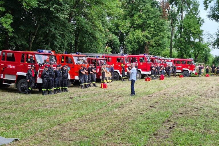 Ćwiczenia OSP na terenie gminy Wojciechów - samochody ratowniczo-gaśnicze